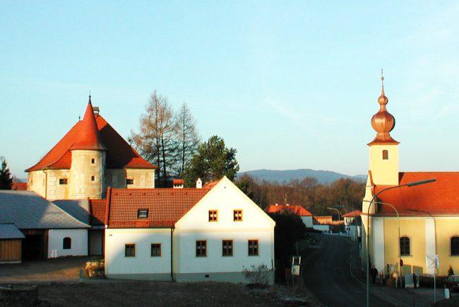 Ehrendorf Kapelle und Schloss